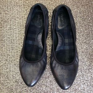 Born Flat Shoes Size 8